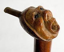 CANNE d'art populaire pommeau en noix de corozo tête de personnage formant fume