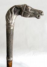 CANNE à poignée en galuchat et tête de cheval en métal