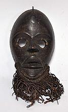 Masque Dan de course RCI bois corde et métal, très belle patine, 24 cm