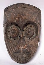 Masque Kuba (RDC ex Zaïre), bois dur patiné avec traces de portage, 26 cm