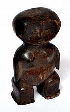 statuette Zandé, RCA/RDC, figure minimaliste massive, bois dur et lourd patiné,