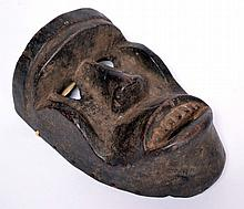 Masque Dan Kran, belle patine d'usage RCI 21 x 35 cm