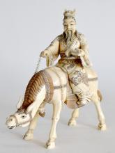 SUJET en ivoire sculpté, sage sur sa mule. H. 24 cm