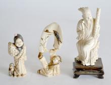 Lot de trois SUJETS en ivoire et ivoire marin. Femme, paysan et sage. Vers 1930.