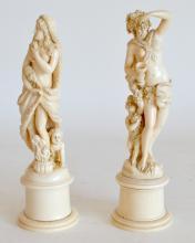 Deux SUJETS en ivoire fiement sculpé, allégories de l'Hiver et de L'automne. (Un