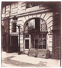 Eugène ATGET (1857-1927). Boutique, 19 place Dauphine. Paris 1er. Vers 1900. Épr