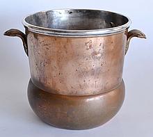 RAFRAICHISSOIR en bi-métal, en cuivre et en métal argenté, les anses à coquilles