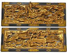 Paire de PANNEAUX en bois ajouré et doré, l'encadrement laqué noir, l'un à décor