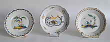 Lot de trois ASSIETTES en faïence de Nevers à décor d'angelots au panier et chin