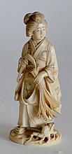 OKIMONO en ivoire, geisha tenant une serpe et une gerbe de blé.
