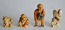 Lot de quatre NETSUKES, personnages en ivoire et os.