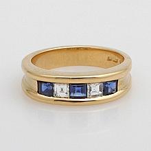 SCHILLING Damenring besetzt mit drei Safir-Carées und zwei Princess-Diamanten zus.ca. 0,20ct, TW/vvsi,