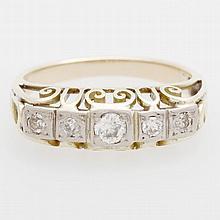Damenring besetzt mit fünf Altschliff- Diamanten zus. ca. 0,40 ct.