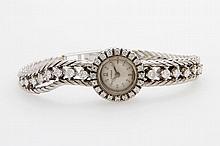 OMEGA Damenarmbanduhr mit Diamantbesatz zus. ca. 1,2ct WEIß/ VS-SI. WG 18K. Handaufzugwerk.