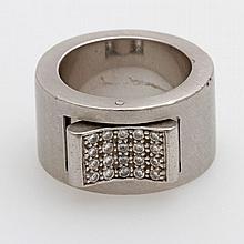 Ring mit einem variabel zu tragenden , beweglichen Element, besetzt mit 20 Brill. zus. ca. 0,4ct, Weiß/ SI.