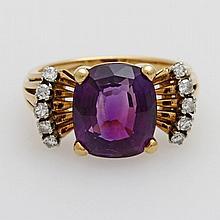 Damenring besetzt mit einem Amethyst sowie zehn kl. Achtkant- Diamanten.