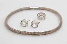 Konvolut, Silberschmuck, 4tlg.: 1 Collier, 1 Paar Ohrhänger und 1 Anhänger bes. m. fac. Glassteinen.