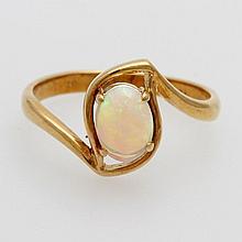 Damenring besetzt mit einem Opal.