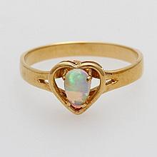Damenring besetzt mit einem Opal, Fassung herzförmig.