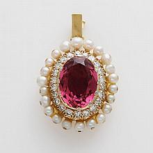 Schmuckelement  mit 1 ovalen, fac. rosa Turmalin ca. 4,5ct., und Diamanten zus. ca. 0,6ct., Weiß/ VSI, sowie Kulturperlen.