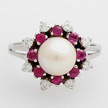 Damenring mit einer Akoya Zuchtperle (7,5mm) bes. mit Rubinen und Diamanten zus. ca. 0,28ct.