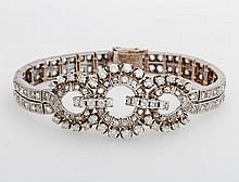 Armband ausgefasst mit Diamant- Rosen und Diam.- Brillanten zus. ca. 7,2 cts, WEISS- GETÖNT/ SI- PIQUE.