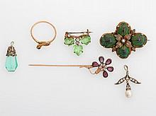 Konvolut Antikschmuck, sechs Teile: Anhänger GG 14K mit Diamantrosen und Perle,Brosche Skarabäus, zwei Nadeln, ein Schlangenring und Anhänger.