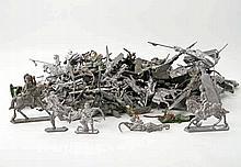 Konvolut - Karton voller Blei-/Zinnguss-Soldaten, vereinzelt auch bemalt,