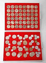 DDR - 2 LINDNER Tableaus mit diversen Münzen, zumeist 5 Mark CuNi