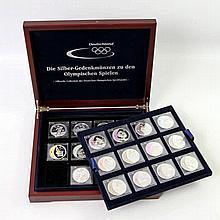 Olympische Spiele - Thematische Sammlung mit 21 Münzen + Medaille, offizielle Collection des Deutschen Olympischen Sportbundes,