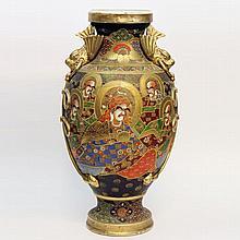 Bodenvase im Satsuma-Stil, CHINA, 1. Hälfte 20. Jh.