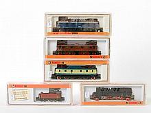 ARNOLD Konvolut von fünf Lokomotiven 2451, 2420, 2274, 2452 und 2457, Spur N.