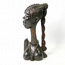Büste eines Mädchens aus Ebenholz. BENIN/NIGERIA, um 1970