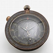 UNIVERSAL GENEVE a CAIRELLI ROMA Cockpit-Uhr (Borduhr), 1940/50er Jahre, Gehäuse Bakelit/Messing.