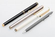 Konvolut, 4 Schreibgeräte: 2 Fülller von MONT BLANC in Weiß u. Silber, 1 Füller von WATERMAN in Schwarz/Gold, 1 Drehbleistift von CROSS in Grau.