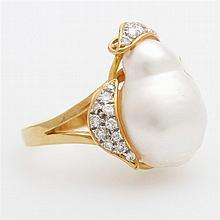 Damenring. Besetzt mit einer Südsee-Perle