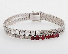 Armband, mittig besetzt mit sechs Diam.- Brillanten zus. ca. 1,5 cts, WEIß/ VS (1x PIQUE), sowie sechs Rubine.