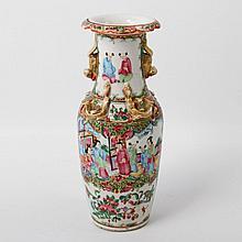 Famille-rose-Vase. CHINA, um 1900