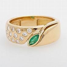 Ring besetzt mit einem Smaragd-Navette u. 13 Diam.-Brillanten zus. ca. 0,40ct, FEINES WEIß/ VS.
