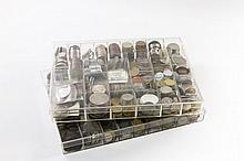 Box mit mannigfaltigem Inhalt, von Kleinmünzen bis Scheidemünzen, wenig Kurantmünzen,