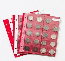 Tibet - Spannende Sammlung von ca. 43 Münzen, aus der Zeit von ca. 1793 bis 1953, in drei Blistern, von einem Kenner zusammengetragen.