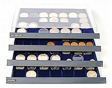Silber / Alle Welt - 4 Tableaus mit Kurs- und Silbermünzen aus aller Welt,