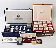 Silber, Gold und mehr - Tüte voller Münzen und Medaillen,