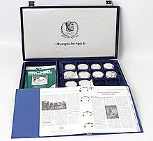 Olympische Spiele 1996 - 30 Silbermünzen aus aller Welt in Schatulle,