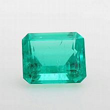 Damenring mit einem hochfeinen Smaragd im achteckigen Treppenschliff: ausgefasst, 13,73ct. (Zertifikat Gübelin anbei) entouriert von 8 Diam.-Tropfen zus. ca. 1,95ct, u. 4 Brill. zus. ca. 0,4ct, Feines Weiß-Weiß/ VS-SI.