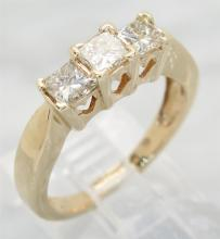 0.92 ctw Diamond Ring - 14KT Yellow Gold