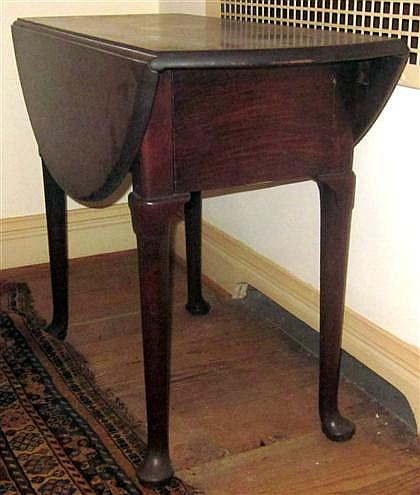 George II mahogany drop-leaf table, second quarter 18th century, The oval top with two drop-down leaves, above a single drawer to one e