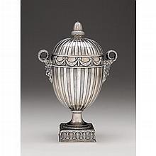 Edward VII silver covered urn, Edward Barnard & Sons, Ltd., London, 1908-09