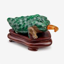 A rare Chinese malachite three-legged toad snuff bottle with fitted base, 19th century