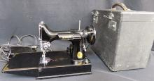 Singer Featherweight Sewing Machine Black w/Case